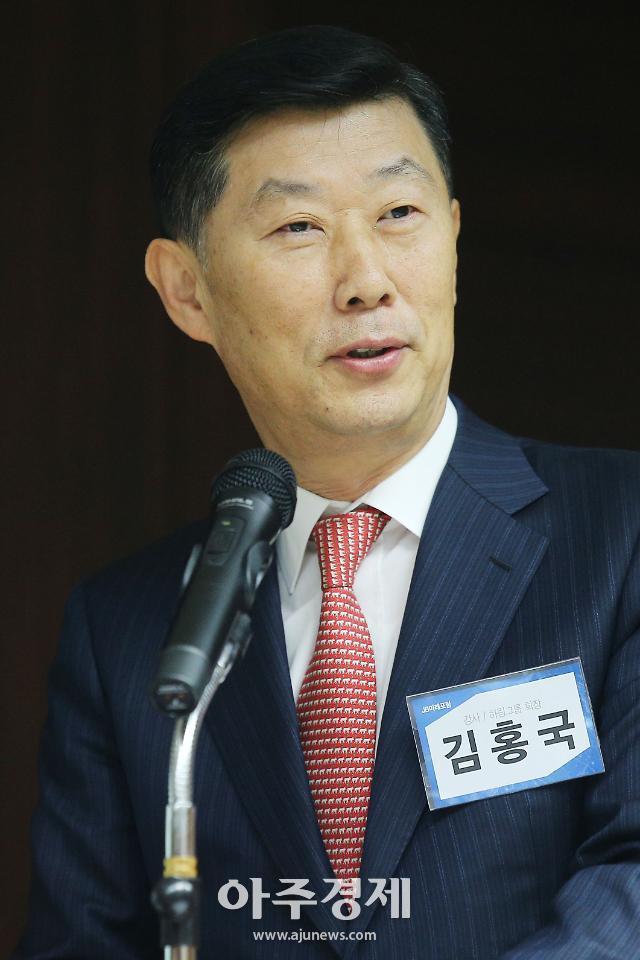 """김홍국 회장, 하림식품 대표서 물러나···""""대기업 규제 강한 나라"""" 토로"""