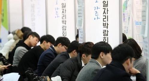 韩2月就业人口同比增10.4万人 失业率4.6%
