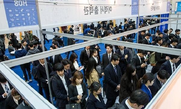 韩国人就业难上加难 上半年逾四成企业无招聘计划