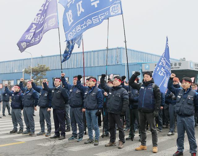 一个月内两名退休工人自杀 韩国通用前途未卜