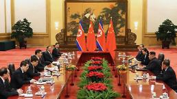 .[PHOTO] N. Korea leader Kim Jong-un holds talks with Chinese president Xi Jinping.