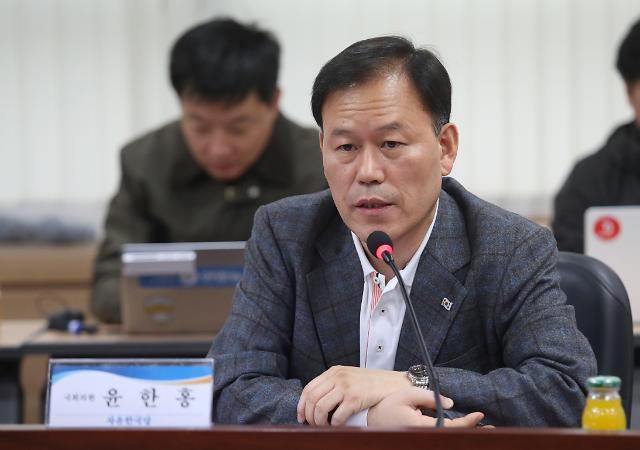 """'친홍' 윤한홍, 경남지사 불출마 선언 """"뒤에서 돕겠다"""""""