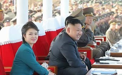 <简讯>金正恩夫妇观看韩国艺术团平壤演出