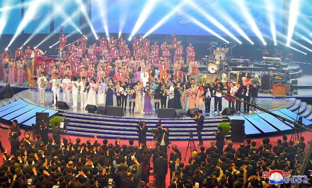 韩朝艺术家合唱同一首歌 热烈掌声持续近10分钟