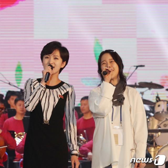 """她被称为""""小李雪主"""" 在韩朝共同演出上大放异彩"""