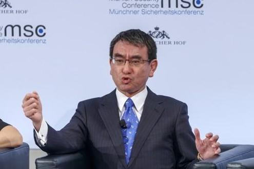 文在寅明接见日本外相讨论韩中日首脑会谈