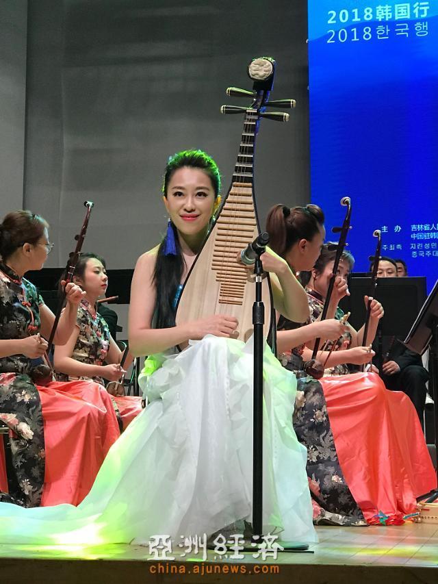 琵琶琴弦连接古今——中国著名琵琶演奏家赵聪专访