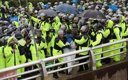 .萨德基地再次爆发警民冲突 警方强制解散反萨团体.
