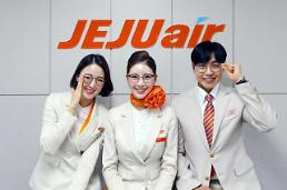 .Jeju Airs unconventional decision allows crews to wear glasses and nail arts .