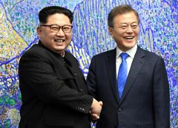 .[SUMMIT] Two Korean leaders pledge good outcome at historic summit.