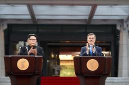 """.韩朝领导人""""世纪会面""""  联合发表《板门店宣言》."""