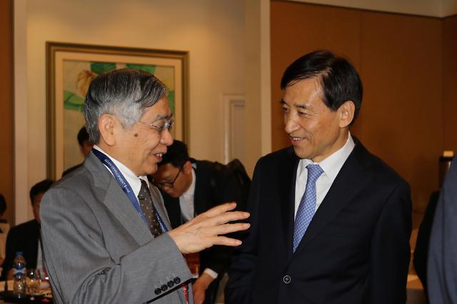 [포토] 구로다 일본은행 총재 만난 이주열 총재