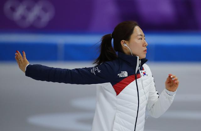 Ice skating sprinter Lee Sang-hwa uses idol music for pre-race routine