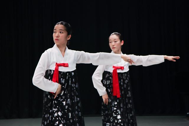 """韩国艺术界""""北风""""劲刮 朝鲜题材人气高"""
