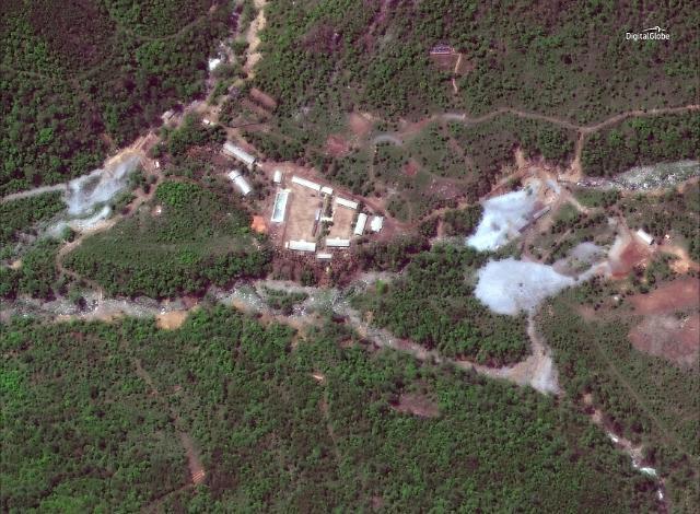五国记者团抵达丰溪里 朝鲜最早于今日举行废核仪式