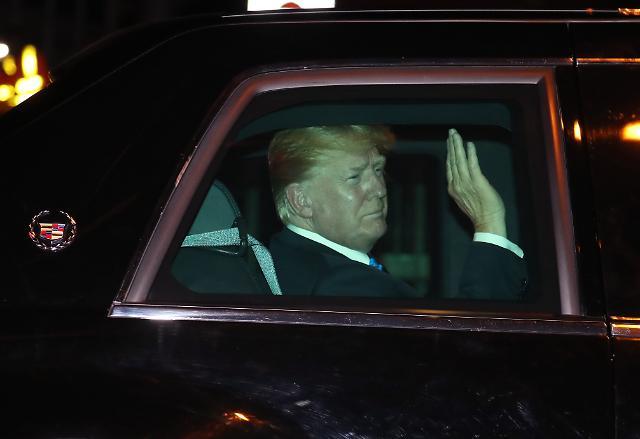 트럼프, 싱가포르 샹그리라 호텔 도착···휴식 취하고 11일 리셴룽싱가포르 총리와 면담 예정