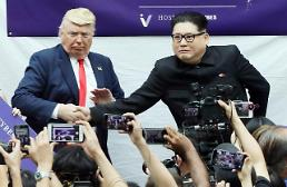 .[SUMMIT] Trump and Kim doppelgangers meet in Singapore ahead of summit.