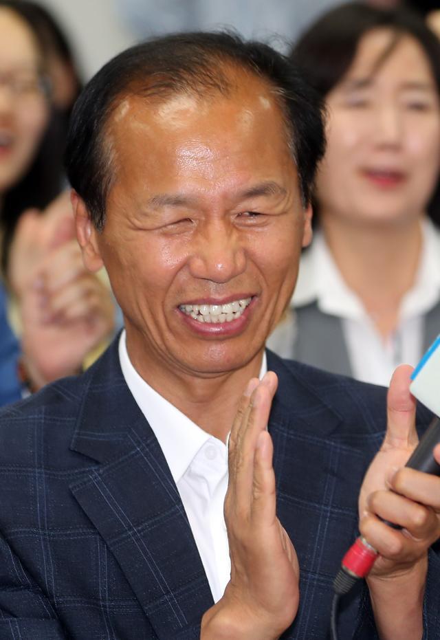 [방송 3사 출구조사] 강원지사 선거, 최문순 66.6% vs 정창수 33.4%