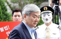 .Prosecutors quiz Hanjin Group boss as criminal suspect.