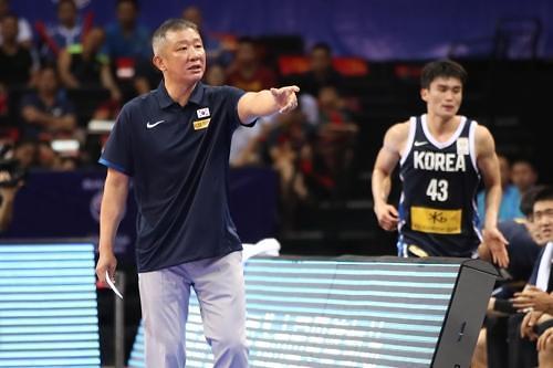 韩男篮主帅:主力缺阵仍赢中国靠协同防守