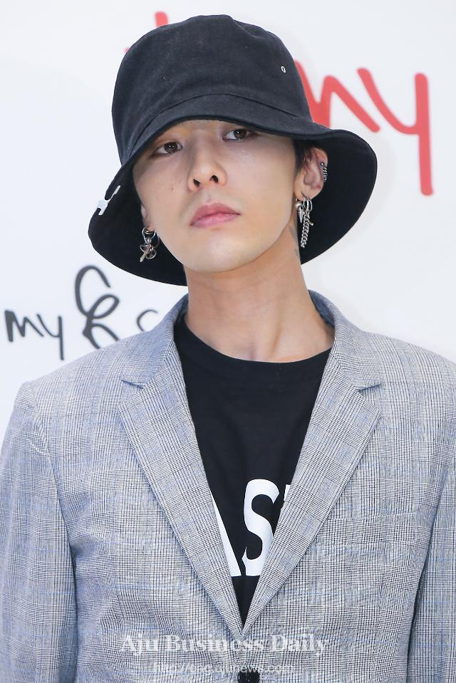 G-DRAGON returns to base to receive outpatient treatment for ankle injury