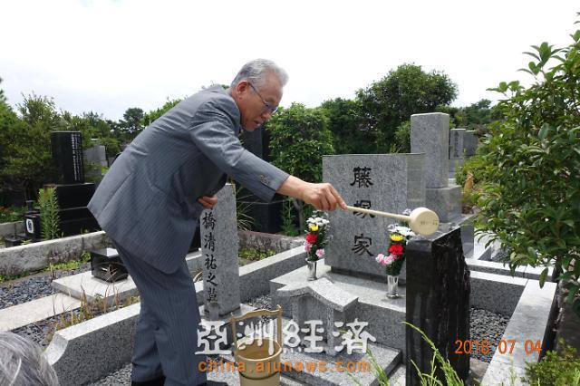 [뉴스그뒤]어느 일본인의 무덤 앞에서 12년째 오열하는 한국인