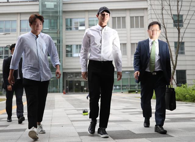 "[AJU★이슈] 성추행+흉기 협박 혐의 배우 이서원, 첫 재판서 혐의 대부분 인정…""당시 만취상태"""