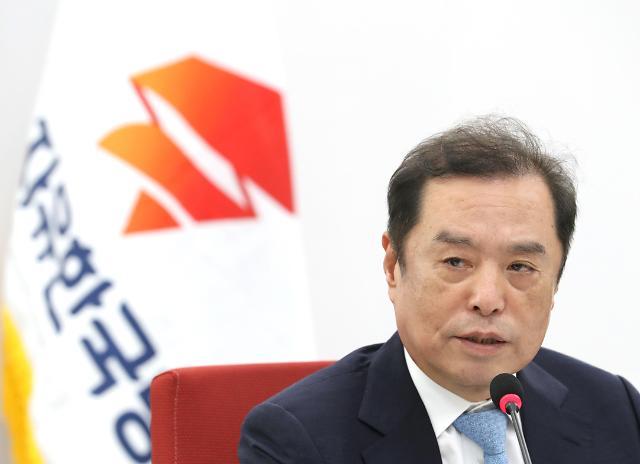 被疑违反《金英兰法》 自由韩国党金秉准正接受调查