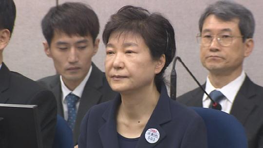 朴槿惠收受国情院贿赂案与干涉大选案一审宣判获刑8年