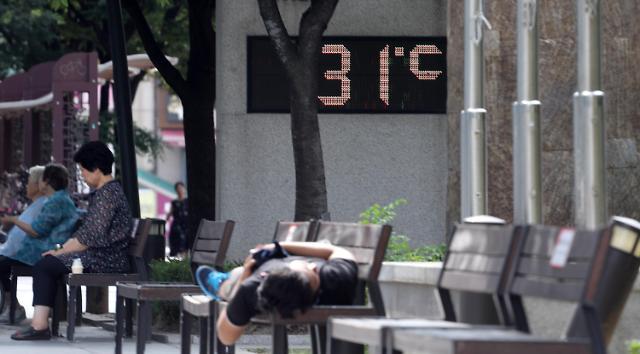 """韩国各地高温一周内死7人 首尔市迎""""最热""""早晨"""