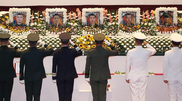 文在寅发文悼念韩军直升机坠毁事故遇难者