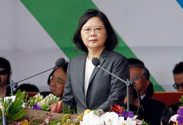 중국 압력 받는 대만...차이잉원 미국 달려가나