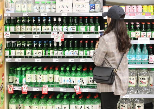 """""""喝了烧酒,我就是韩剧主角"""" 韩国烧酒在东南亚人气爆棚"""