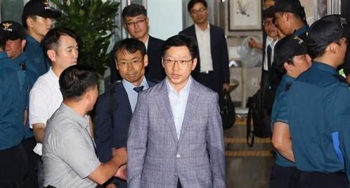 金庆洙接受18小时独检组调查  对嫌疑全盘否认