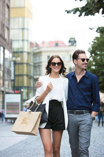 [임애신 기자의 30초 경제학] 백화점용, 아울렛용 옷이 따로 있다?