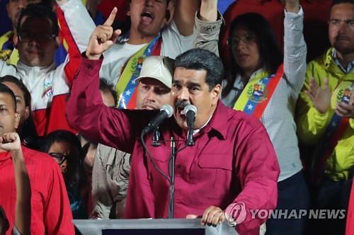 베네수엘라인, 경제 붕괴에 인근 에콰도르로 탈출