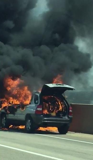 BMW에 이어 이번엔 스포티지 화재…서해안고속도로 달리다 불나