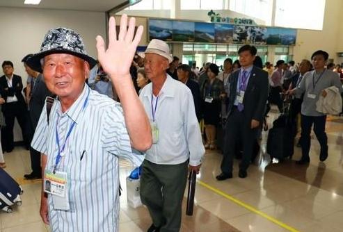 韩朝离散家属开始进行首轮会面