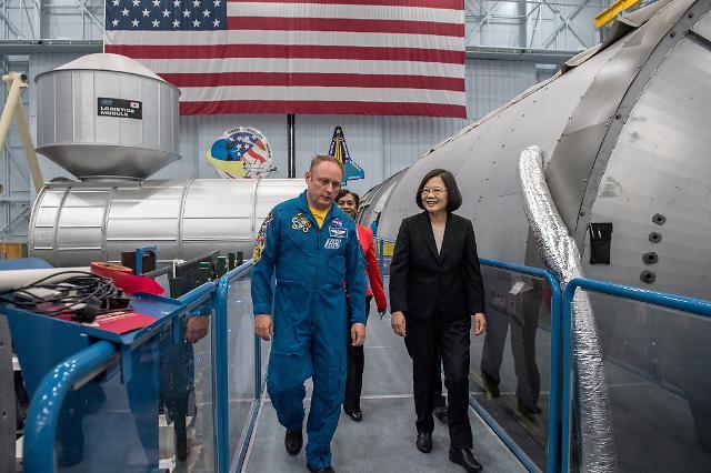 """""""중국 보란듯"""" 미국 NASA 방문한 대만 차이잉원"""