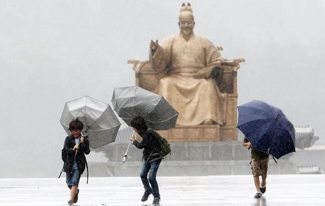 """台风""""苏力""""明日登陆韩半岛 全国暴雨来袭"""