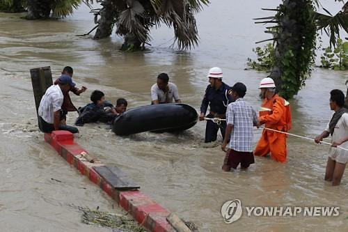 미얀마 폭우에 댐 배수로 붕괴 아비규환…주민 5만여명 대피