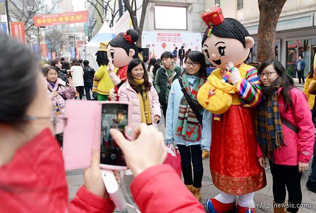 中国六地接连开放赴韩跟团游 化妆品免税店股价上升