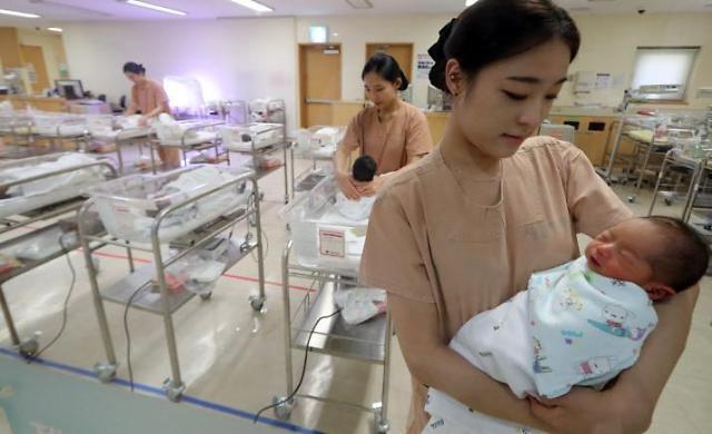 """人口""""马奇诺防线""""崩溃 韩国今年出生率将跌至0.9人"""