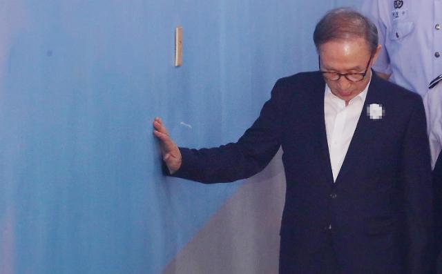 韩国检方要求判处前总统李明博20年监禁