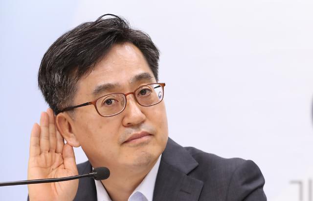 """김동연, """"투기적 심리에 불안심리 편승한 듯...보유세 국회에서 논의"""""""