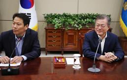Political leaders invited to accompany Moon for cross-border trip