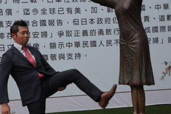日우익 위안부 동상 발길질에도 무대응... 대만 정부에 비난 쏠려