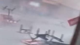 [영상] 태풍 망쿳의 위력…벤치 뒤집히고, 카페는 물난리에 아수라장