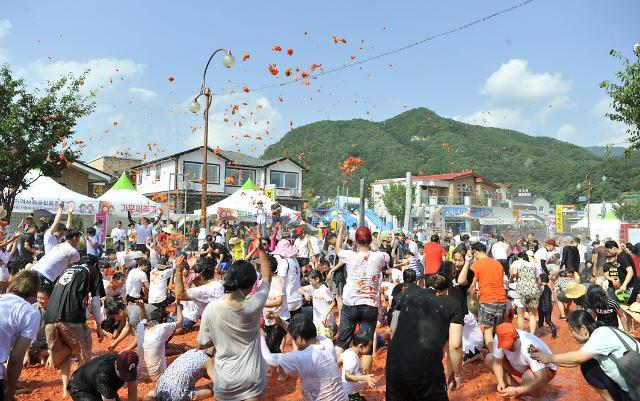 """화천토마토축제 """"글로벌 축제"""" 도약 가능성… 외국인 관광객 4년 연속 꾸준히 증가"""