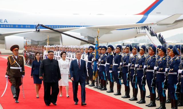 韩朝首脑在平壤举行首场会谈